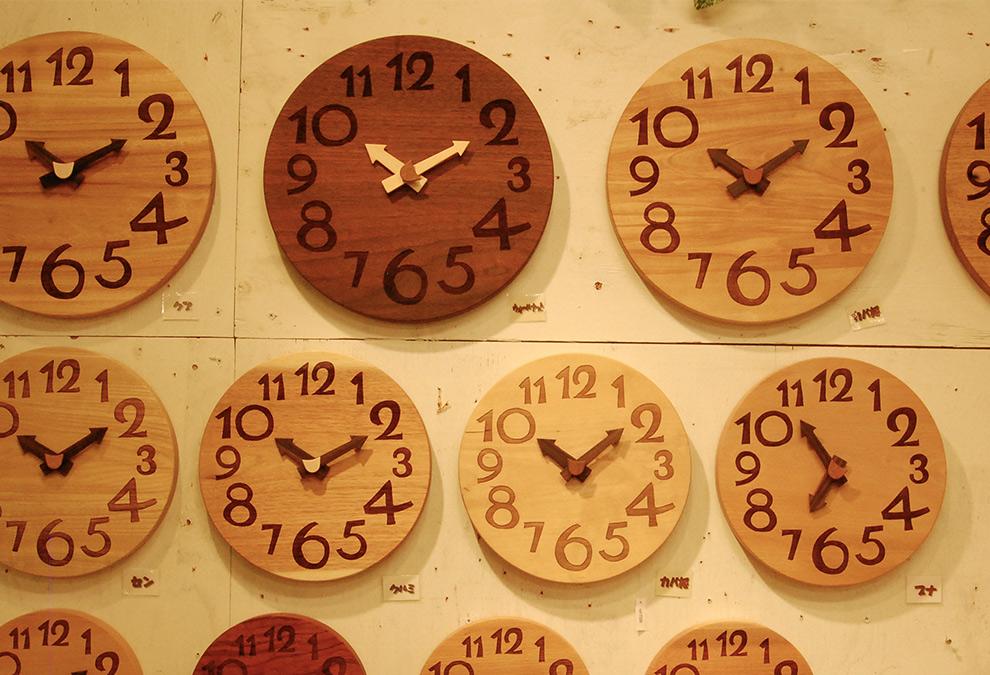 新築祝いなどの贈り物にも人気!天然木の時計シリーズのご紹介