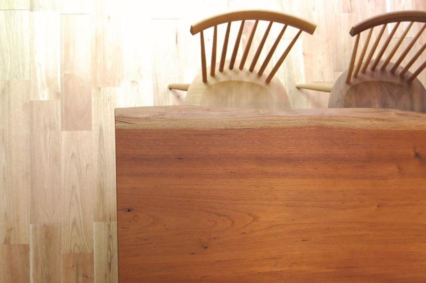 愛知県常滑市M様邸_紅椿の一枚板のテーブル