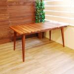 キレイ目ラインのダイニングテーブル
