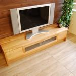 節入り木目のテレビボード
