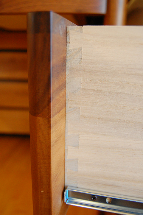 美しい木肌の上質デスク