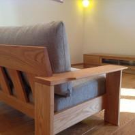 オークの木枠のソファでナチュラルコーディネイト