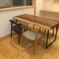 モンキーポッド一枚板テーブルのナチュラルコーディネイト