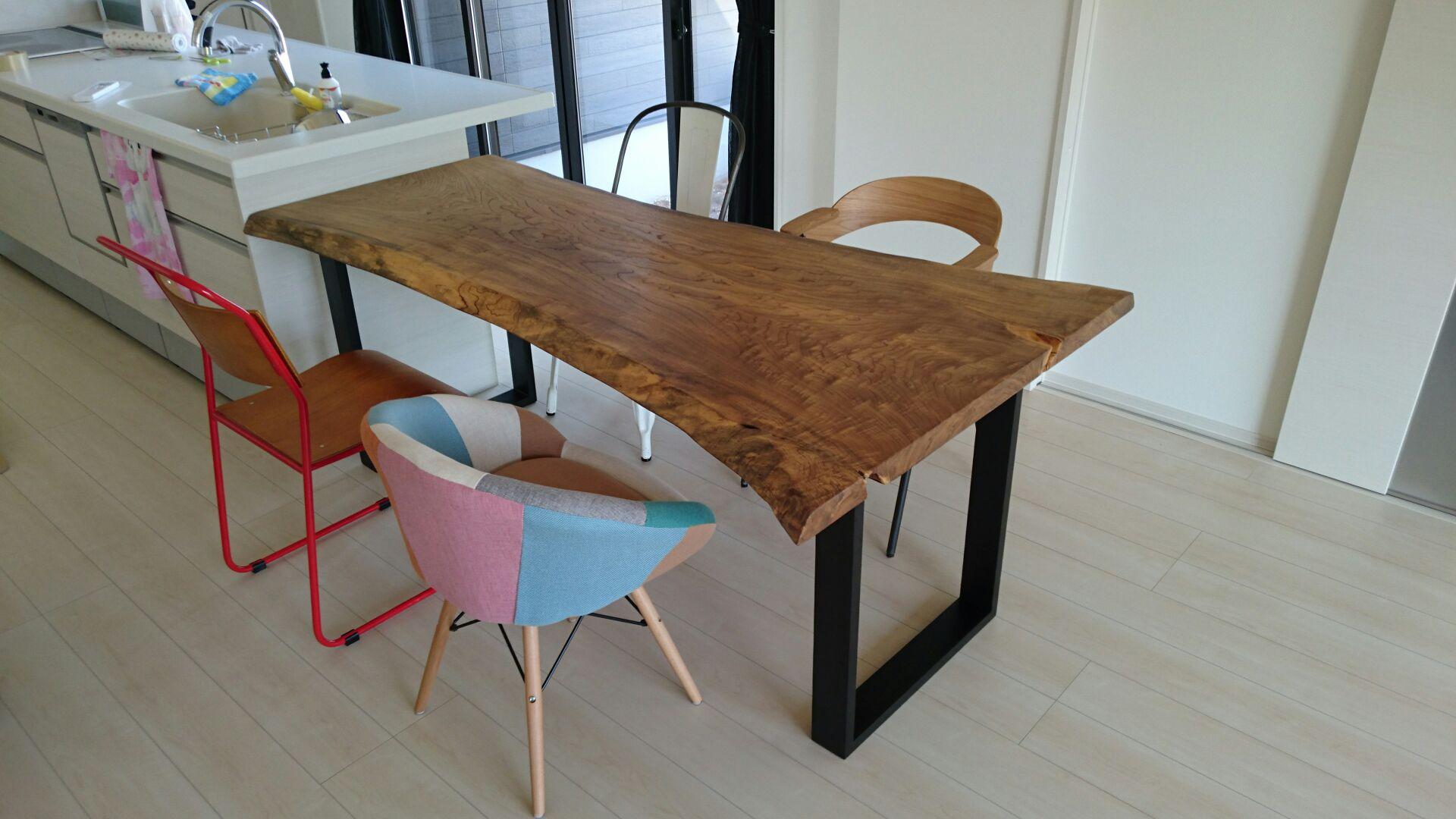 神代栓の一枚板のダイニングテーブル